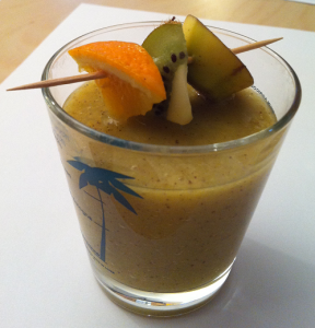Smoothie banane, orange, kiwi